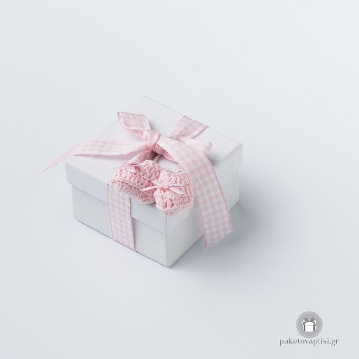 Μπομπονιέρα Βάπτισης Χάρτινο Λευκό Κουτάκι Καρό Ροζ Φιογκάκι με Μπρελόκ Παπουτσάκια