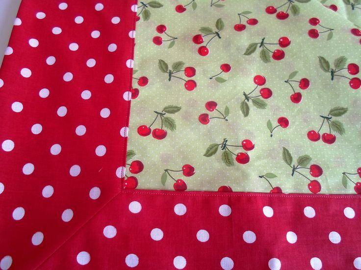 Toalha de mesa cerejinhas