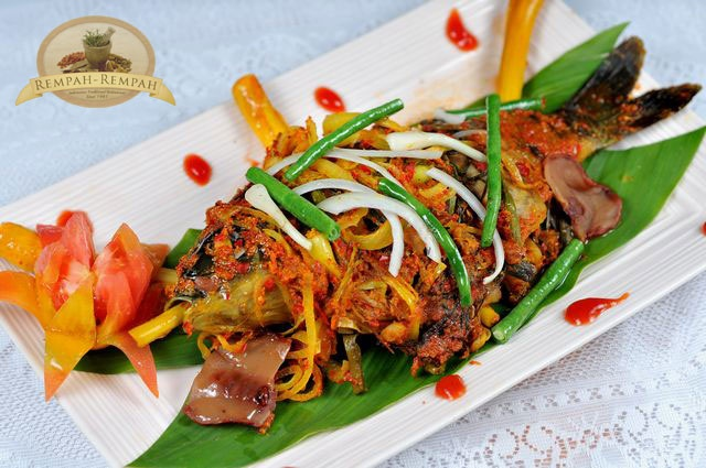 Ikan bumbu Arsik (Fish with Arsik sausage): very rich in spices. North Sumatra, Indonesia