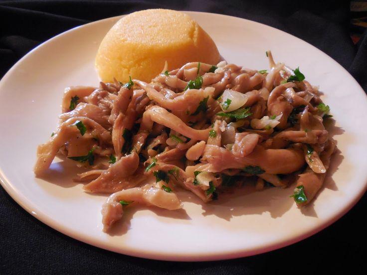 Ingrediente:    500g ciuperci pleurotus  1 ceapa mica  3-4 catei usturoi  3-4 linguri ulei de masline  patrunjel  piper  sare.            ...