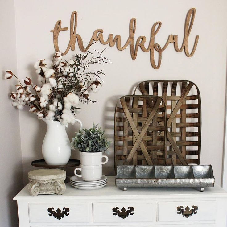 I Spy our Tobacco Baskets in Caitlin's perfectly styled combo of wall art & tablescape! So creative! #homedecor #home #decor #decoratingideas #decoratingtips