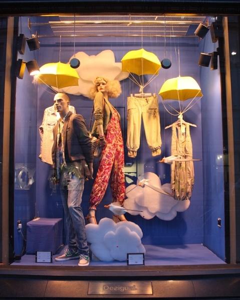 Window display - We love shops and shopping - seanmurrayuk.com & www.facebook.com/shoppedinternational