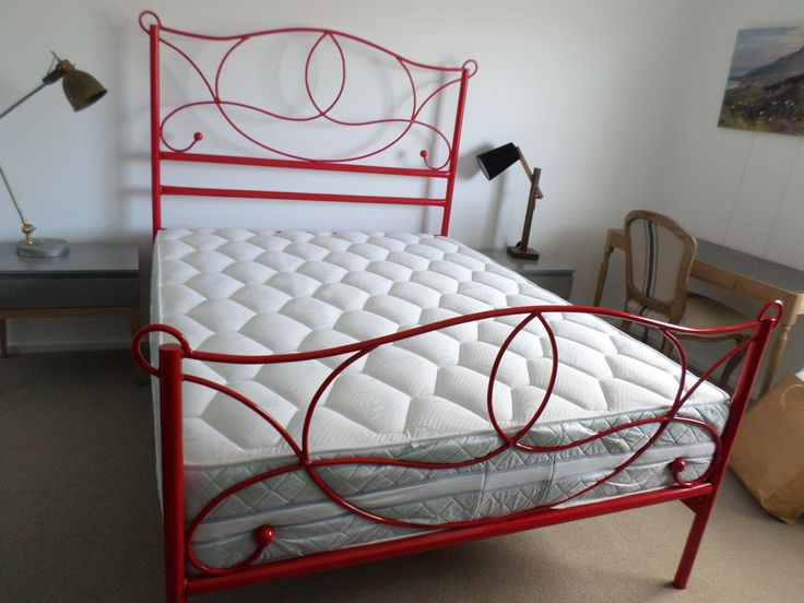 Jeanne #metalbeds #ironbeds #wroughtiron #wroughtironbed #wroughtironcrafts #daybed #wroughtirondaybed #irondaybed #metaldaybed #firnic