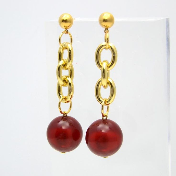 pendientes largos con bolas polarizadas en color rojo