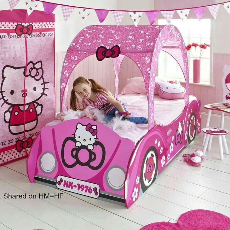 Hello Kitty bedroom suit.  Too cute for the little one who loves the blonde in the pic.