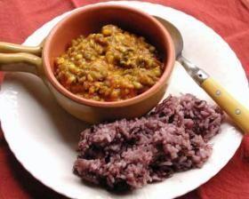 緑豆とはとむぎの野菜カレー    最近タンパク質不足のような気がしますので、栄養満点のカレーを作りました。黒米入りご飯と組み合わせました。