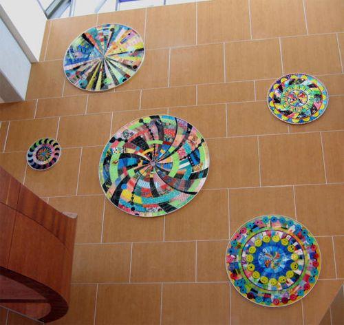 #VirginiaFleck è un'artista americana e nel 2002 ha creato delle splendide opere fatte unicamente con #buste di #plastica colorate. #RicicloCreativo di @didatticarte su @marraiafura