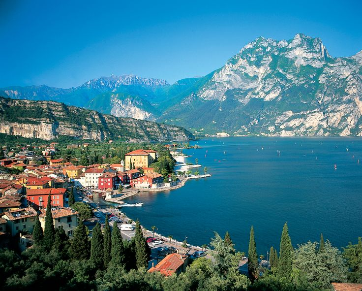 Never really was drawn to Italy until I saw pics for Lake Garda. Lake that seems like an ocean and mountains. Magical Dream world!