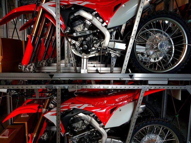 Some new arrivals... Da ausverkauft die neue CRF250 2018 Anlieferung #honda #hondracing #hondasuisse #hondateam #hondaswitzerland #switzerland #motocrosssuisse #motocross #motocrossteam #mxacademy #motocrossracing #sam #fms #mx #action #racing #mxracing
