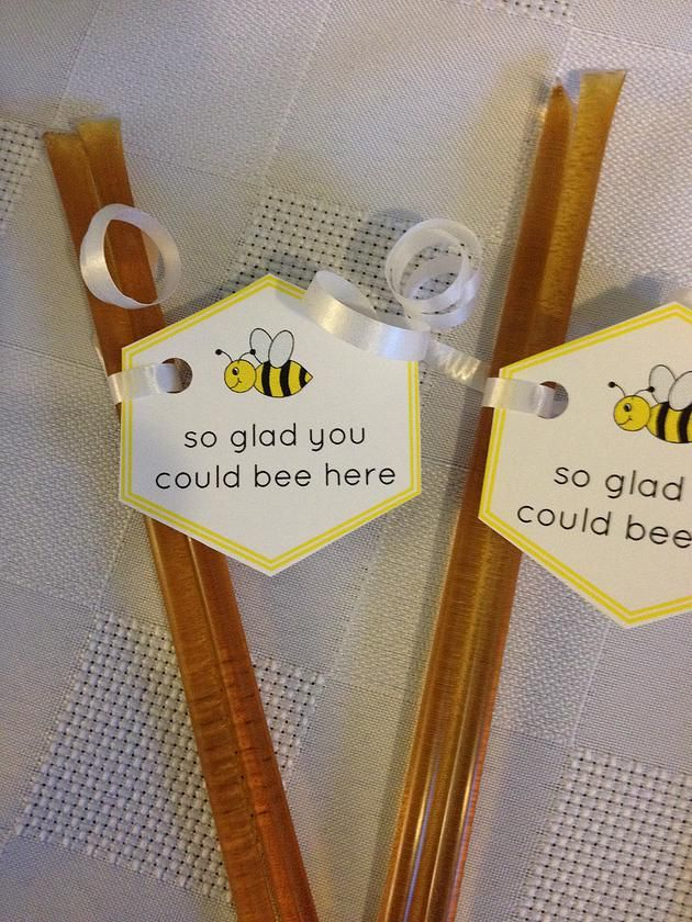 Bayo Bundles | DIY Bumblebee Birthday Party (and how to get the kids involved!) Honey sticks as favours for a bumblebee themed party.