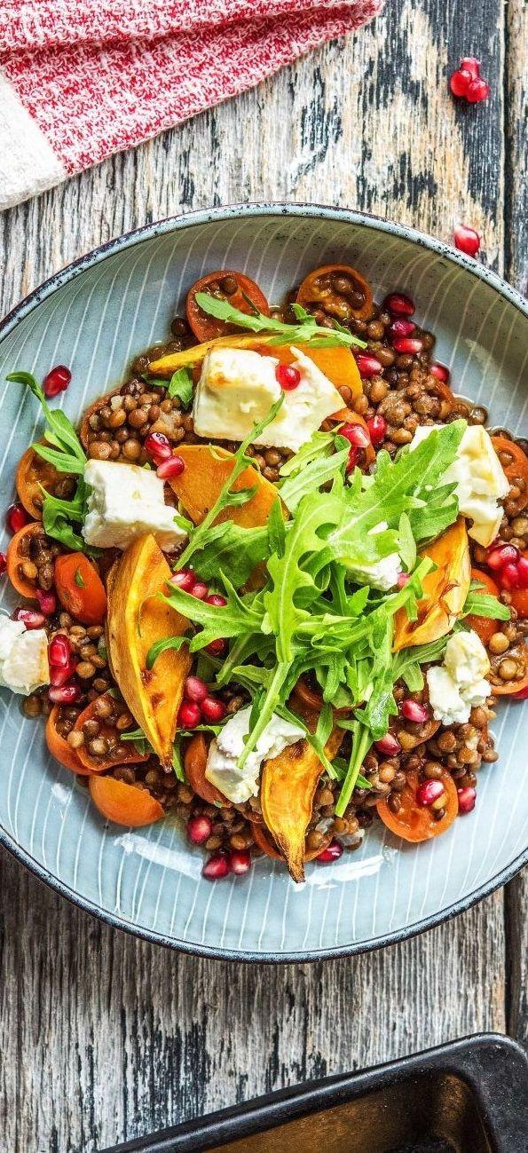 Gebackener Feta mit Honig, auf Granatapfel-Linsen-Gemüse mit Süßkartoffelecken