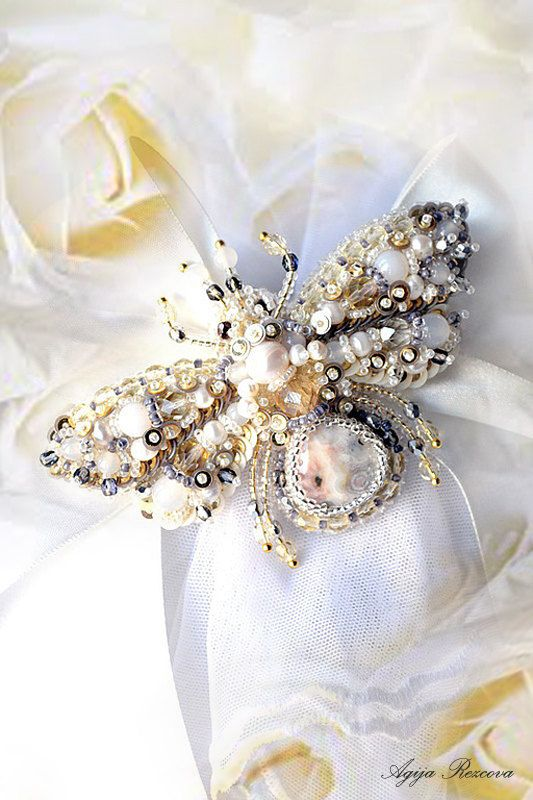 Nature jewelry, insect jewelry, bee jewelry, bee brooch, bug brooch, bead embroidery, beaded bee. MADE TO ORDER #BestofEtsy #
