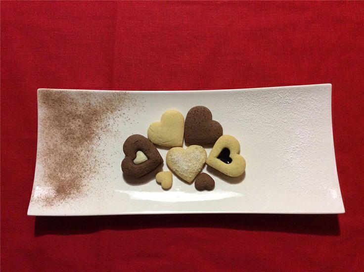 Con la ricetta  degli Amoretti Laura Tosi, appassionata di cucina, partecipa al concorso I dolci del cuore. Per San Valentino biscotti semplici e golosi per dire ti amo!  Per votare clicca qui: http://www.saporie.com/it/doc-cts-226-17710-17720-228-1.aspx