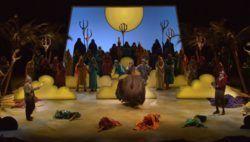 Опера Лос-Анджелеса (Los Angeles Opera) — одна из пяти крупнейших оперных компаний США. Располагается в Павильоне Дороти Чандлер, являющемся составной частью Музыкального Центра Лос-Анджелесского округа. Опера Лос-Анджелеса сравнительно молода, ее история началась �