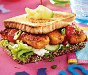 Fischstäbchen-Burger mit Gurkenremoulade