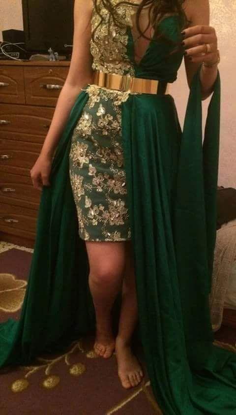 fairele drapé sur une robe kabyle sur la main