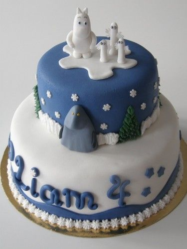 Moomin Cake! Wow. Love the Hattifatteners! And the Groke on the middle level. :D