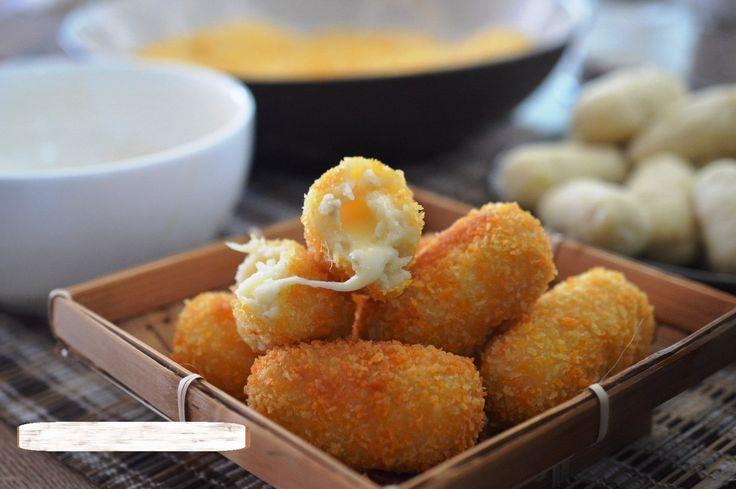 Resep Kroket Kentang Daging Keju Mozarella ala Belanda http://www.sambarafood.com/2015/11/resep-kroket-kentang-daging-keju-mozarella-ala-belanda.html