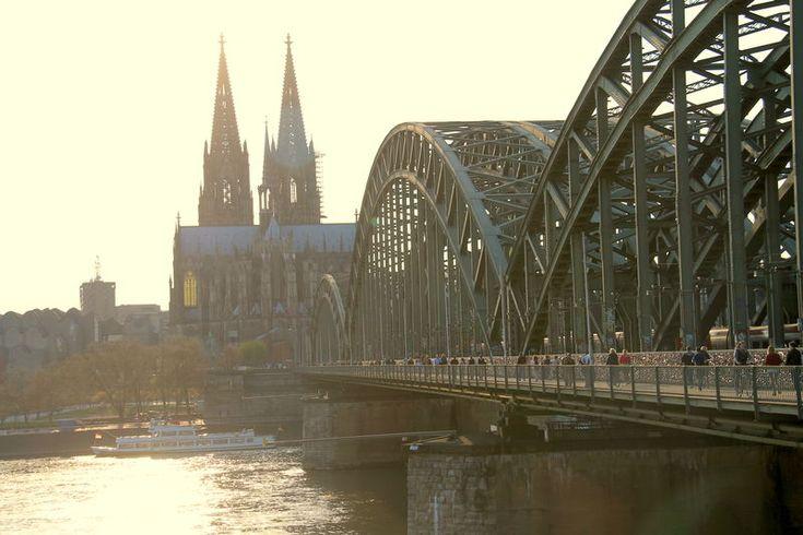 Widok z Mostu Hohenzollernów w Kolonii