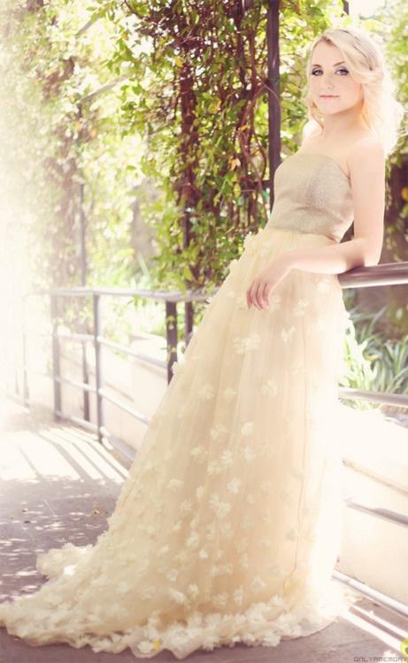 Evanna Lynch aka Luna Lovegood- awesome girl :): Evana Lynch, Style, Evannalynch, Beautiful, Luna Lovegood, Gorgeous Dress, Harry Potter Wedding Dresses, Evanna Lynch, People