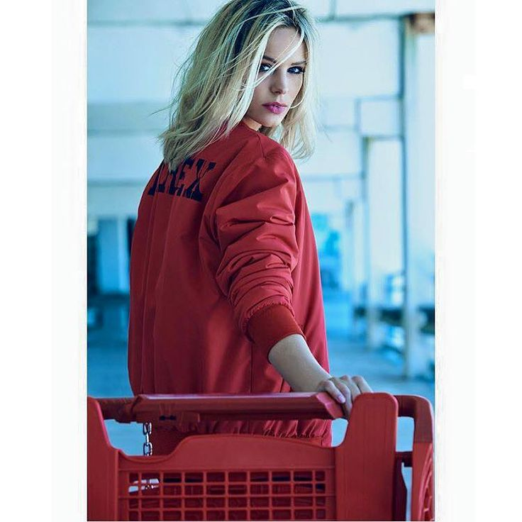 ADV CAMPAIGN FALL WINTER16 COLLECTION #new #collection #fallwinter16 #winterstyle #woman #pyrex #pyrexoriginal #pyrexstyle #jacket #nothingbetter #wearingpyrex