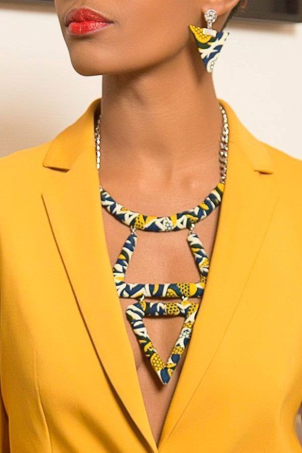 Superbe collier aux formes géométriques et généreuses en wax par Layitia-design pour Afrikrea. https://www.afrikrea.com/article/collier-tari-abassi-sautoirs-et-colliers-longs-bleu-metal-wax/A2KJ324?utm_content=bufferbb765&utm_medium=social&utm_source=pinterest.com&utm_campaign=buffer