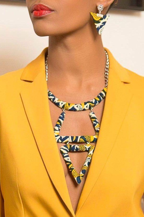 Superbe collier aux formes géométriques et généreuses en wax par Layitia-design  pour Afrikrea. https://www.afrikrea.com/article/collier-tari-abassi-sautoirs-et-colliers-longs-bleu-metal-wax/A2KJ324?utm_content=bufferbb765&utm_medium=social&utm_source=pinterest.com&utm_campaign=buffer