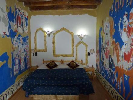 Sov under åben himmel i Liseleje, i et beduintelt i Jordan eller i trætophytter i USA.