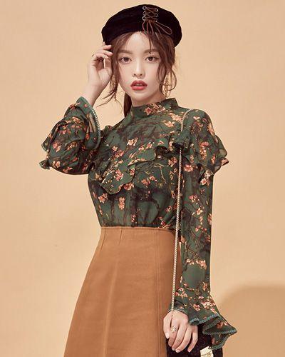 Mock Neck Ruffled Floral Blouse CHLO.D.MANON   #floral #blouse #ruffle #koreanfashion #kstyle #kfashion #falltrend #autumnlook