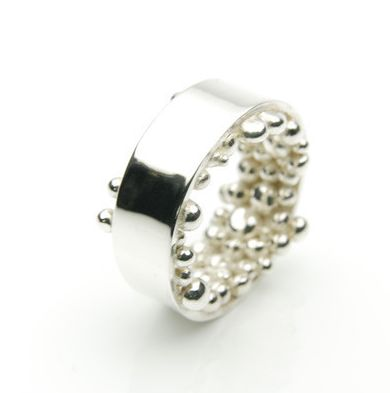 The Kúla ring is a well known design by Orr that we hand make from time to time. But because we make it by hand no two Kúla rings are the same. Only available on request. You are welcome to contact orr@orr.is