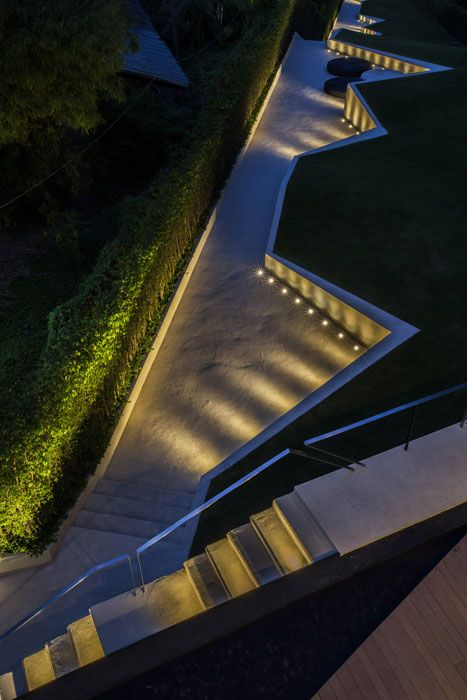Exterior pathway uplight and step light