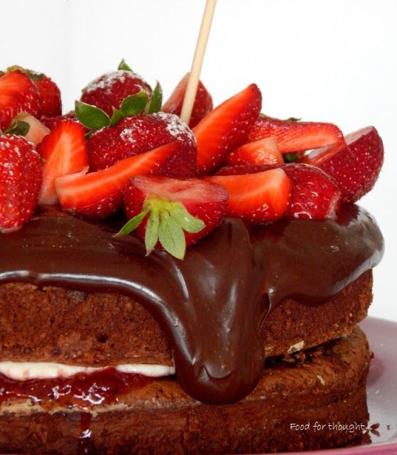 Food for thought: Σοκολατένια τούρτα με φράουλες