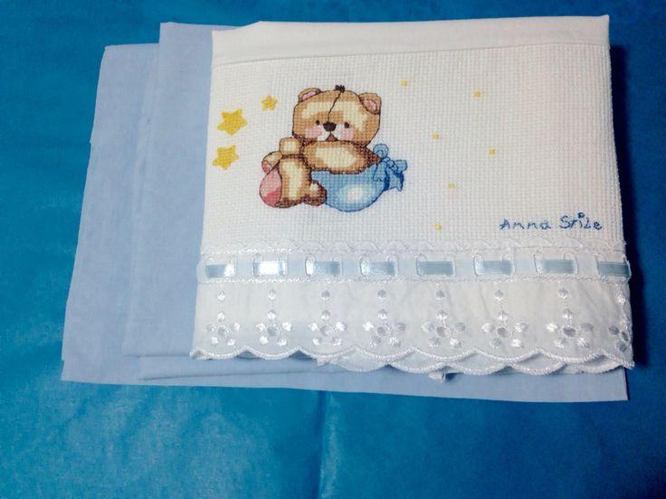Creazioni a punto croce personalizzabili per corredino bebè! Firmati.