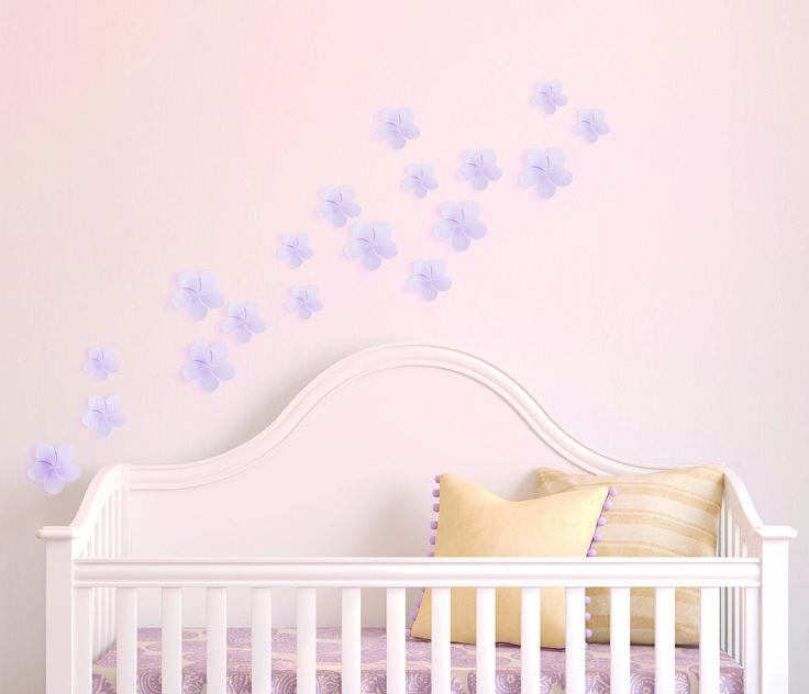 Combina los stickers en 3D con el color de la pared para crear armonía en el cuarto de los niños.