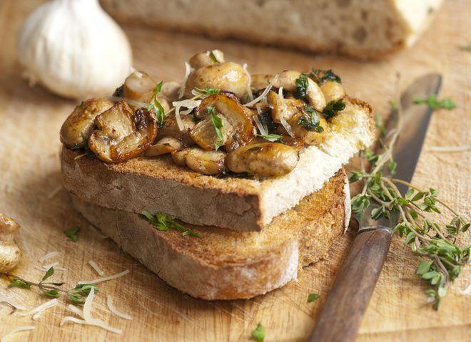 Бутерброд-гриль с белыми грибами и сыром, ссылка на рецепт - https://recase.org/buterbrod-gril-s-belymi-gribami-i-syrom/  #Овощи #блюдо #кухня #пища #рецепты #кулинария #еда #блюда #food #cook