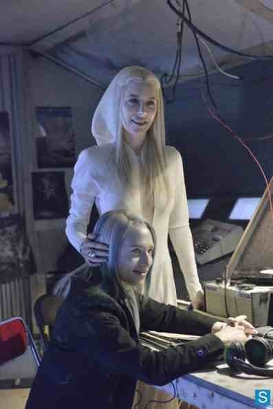 """DEFIANCE -- """"If I Ever Leave This World Alive"""" Episode 109 -- Pictured: (l-r) Jaime Murray as Stahma Tarr, Jesse Rath as Alak Tarr -- (Photo by: Ben Mark Holzberg/Syfy)"""
