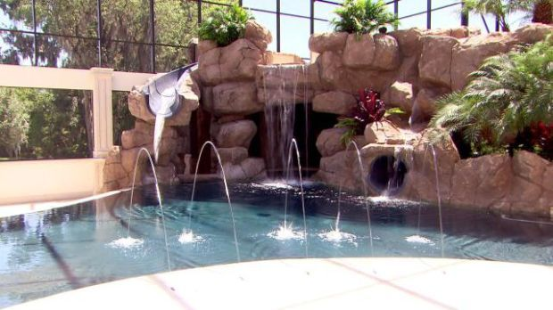 John Cena's House Pool | Total Divas - Cena's pool