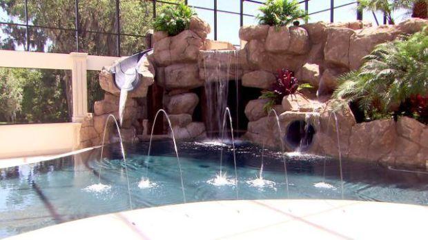 John Cena's House Pool | Total Divas - Cena's pool