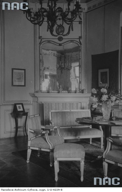 Tytuł tematu: Narol. Pałac Łosiów Opis obrazu: Fragment salonu. Data wydarzenia: 1918 - 1939 Autor: Niedobitowski Ksawery (właśc. Roman Aftanazy)