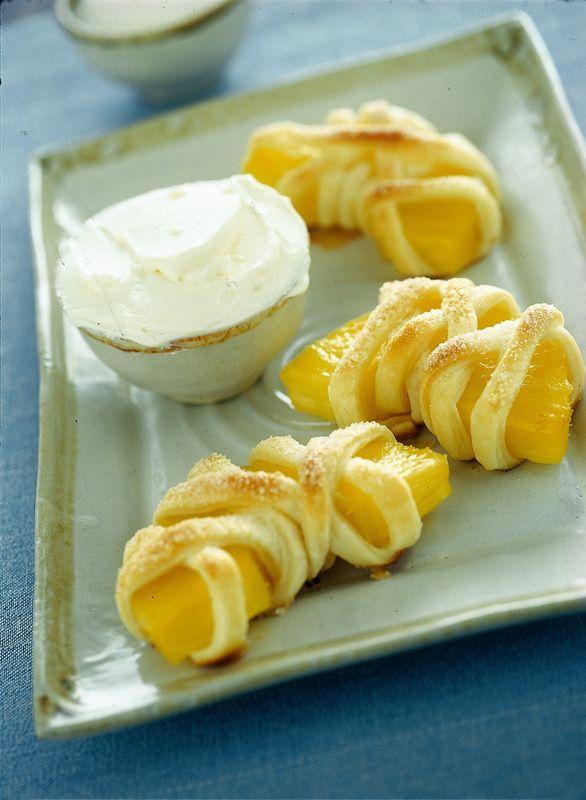 Mezzelune di ananas in pasta sfoglia