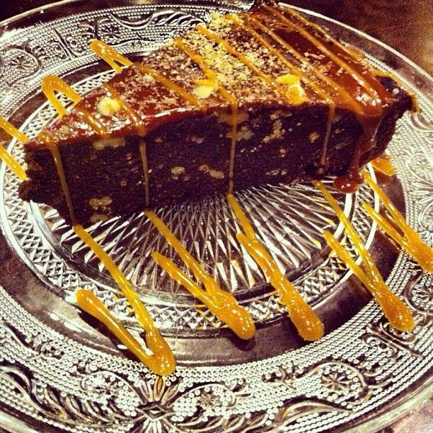Η Vianne Rocher λάτρευε την σοκολάτα και καθετί που είχε σχέση με αυτή. Βρήκαμε το σεντουκι της με τις συνταγές και σας παρουσιάζουμε την Walnut Vianne Tart!  Cap Cap Tip: Όση ώρα την καταναλώνετε υπάρχει περίπτωση να δείτε τον Pantoufle!