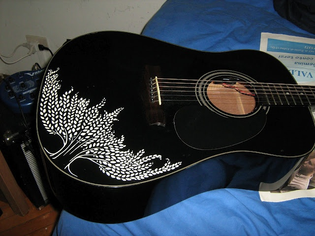 Guitar decoration! I would like to buy an old cheap one just to decorate it and hang it on the wall!