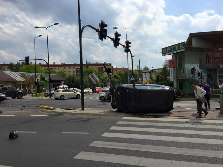 Karambol na Ruczaju. Sprawca nie ma pojęcia, co się stało [ZDJĘCIA] - Aktualności - LoveKraków.pl