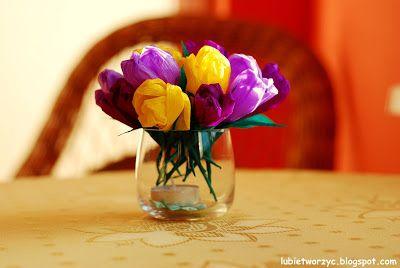 Wiosenne krokusy z bibuły marszczonej (prosty sposób tworzenia) :)  #wiosna #spring #kwiaty #flowers #kwiatyzbibuly #bibula #tissuepaper #crocus #krokus #DIY #howto #handmade #instructions #papercraft #lubietworzyc #sposobwykonania #instrukcja #jakzrobic