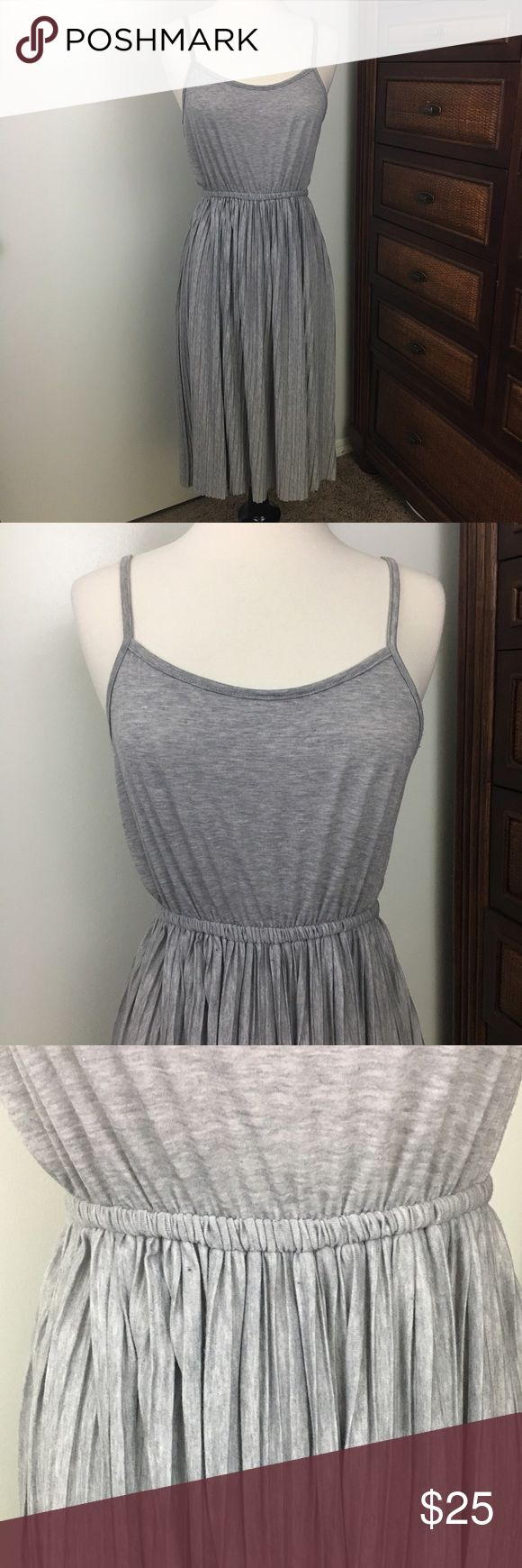 Grey Tea Length Dress by Tea n Rose Los Angeles Size Medium heathered grey Tea-length dress by Tea n Rose Los Angeles. Elastic waist (sort of empire waist depending on chest size), non adjustable spaghetti straps and a pleated skirt below waist. It's just a bit too big on me, so it's never been worn. tea n rose Dresses Midi