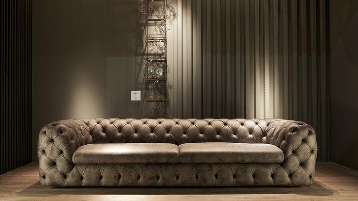 Doimo Salotti: novità collezione pelle Emporio 2017 - divano Royal lineare in pelle Stone, dall'effetto vintage.