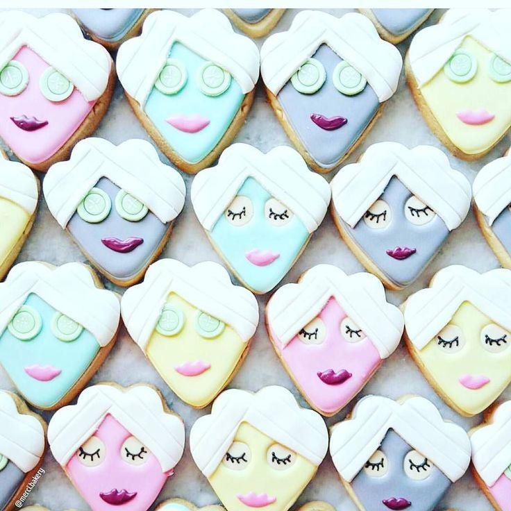 : @merci.bakery. Hva med å virkelig gjøre stas på den kommende mammaen? Gjør en vri på baby shower festen  ved å ga et spa tema for festen! Lag matchende kaker  ta med ansiktsmasker og la dette bli en spa dag HAPPY SATURDAY #saturday #lørdag #loveit #spa #avslappning #momtobe #graviditet #gravid #jentedag #venninner #inspirasjon #detlilleekstra #dinbabyshower #nettbutikk #babyshower www.dinbabyshower.no