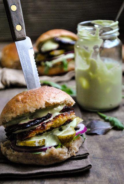 Vegan hash brown burgers with homemade multigrain buns and cashew-horseradish-dill sauce. A real treat!   RECIPE: http://www.vegansandra.com/2017/12/vegan-hash-brown-burgers-rosti.html