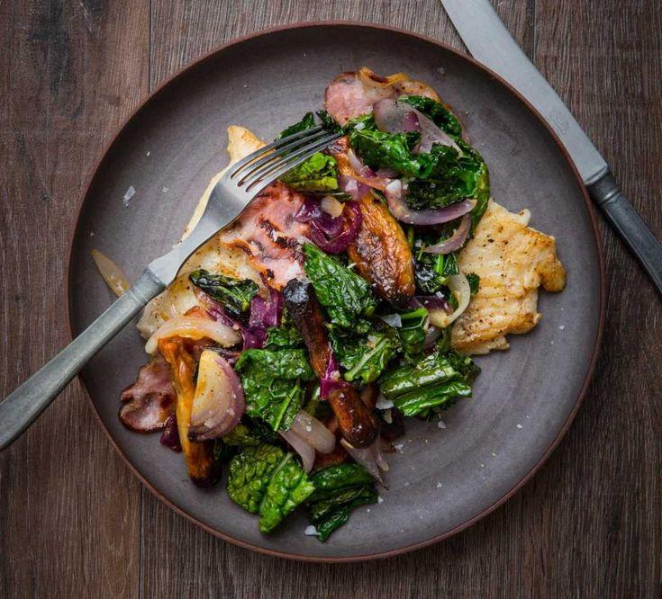Stekt kolja med rostade jordärtskockor, bacon och svartkål | Recept på COOKED