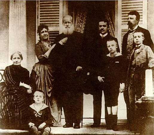 Última imagem da família imperial, em 1889, pouco antes de seu exílio em Paris. Photo by Otto Haes.